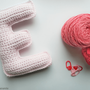 letra E tejida a crochet
