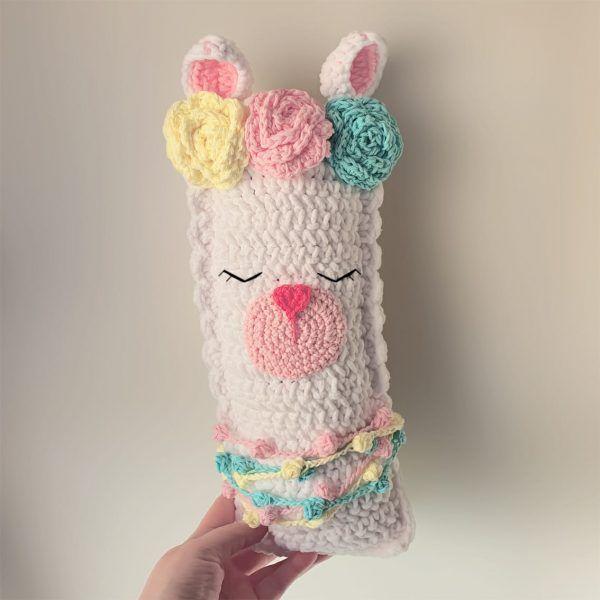 Aprende a tejer una llama almohadon a crochet paso a paso