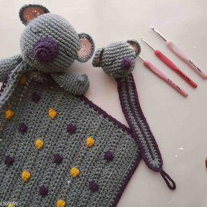 Patrón escrito para tejer un koala a crochet