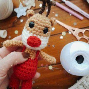 aprende a tejer un reno navideño a crochet