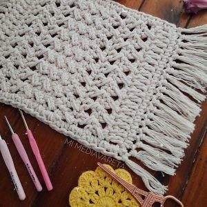 Este es un patrón escrito paso a paso para tejer un centro de mesa a crochet