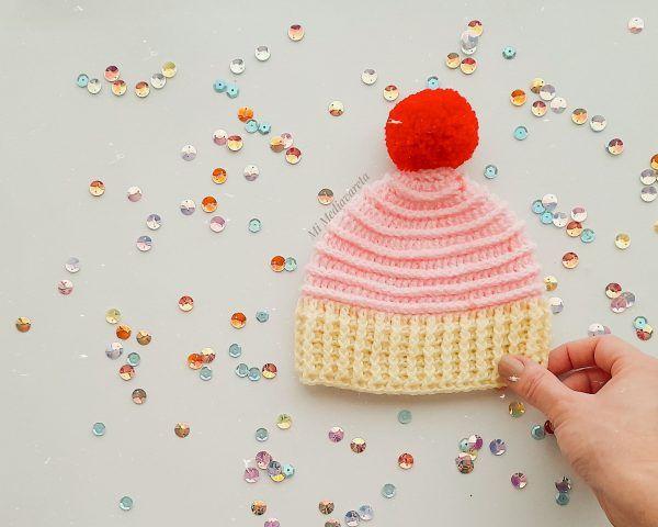 Patrón escrito paso a paso para tejer el Gorro Cupcake a crochet