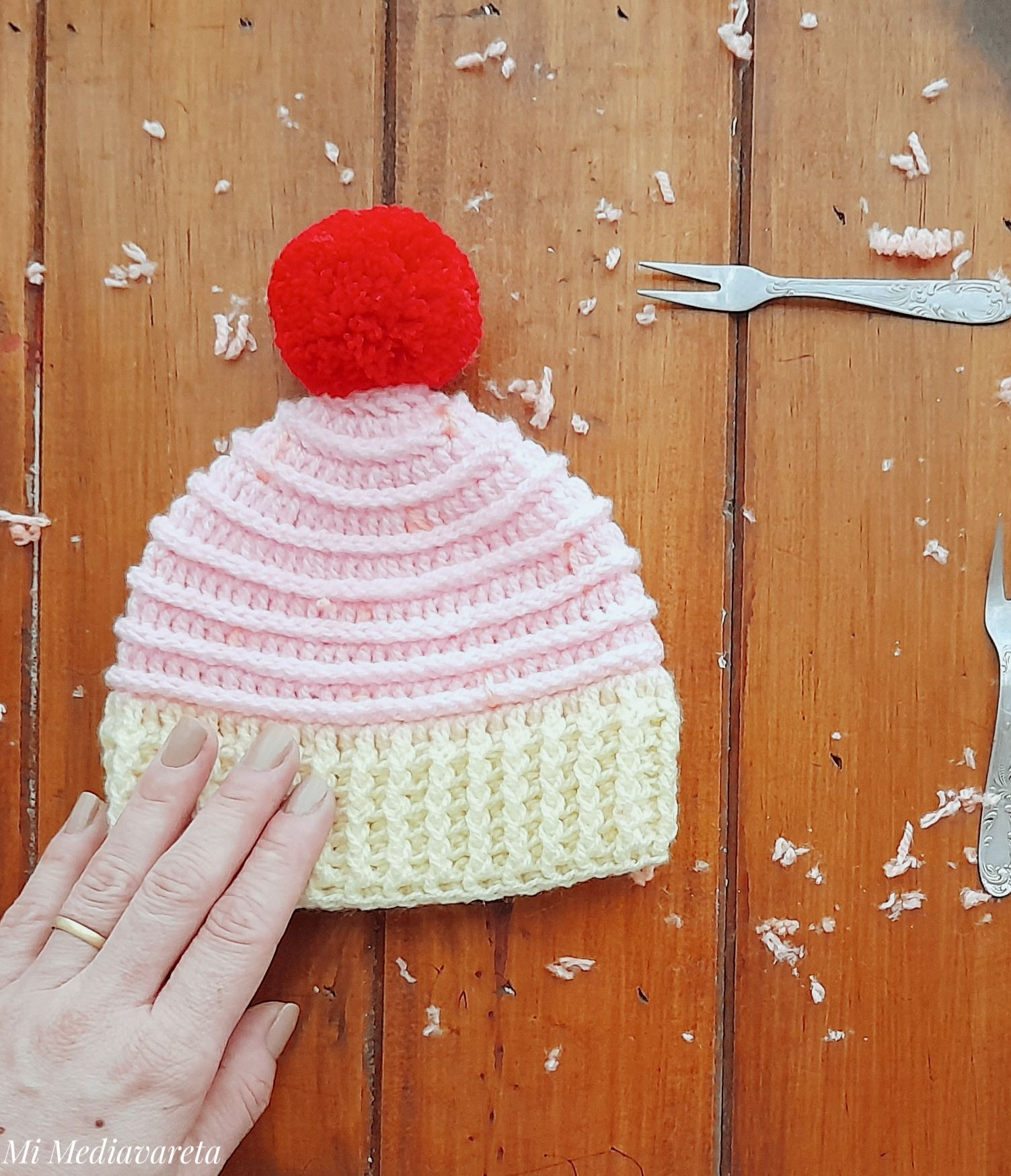 Patrón escrito gorro cupcake a crochet paso a paso