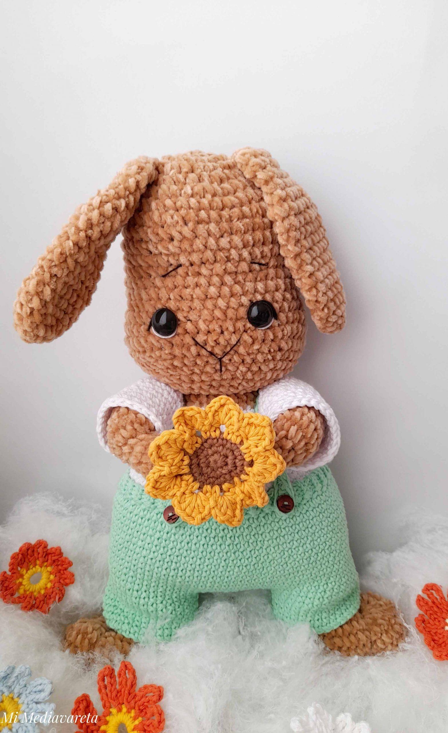 Aprende a tejer este conejo amigurumi en Chenille