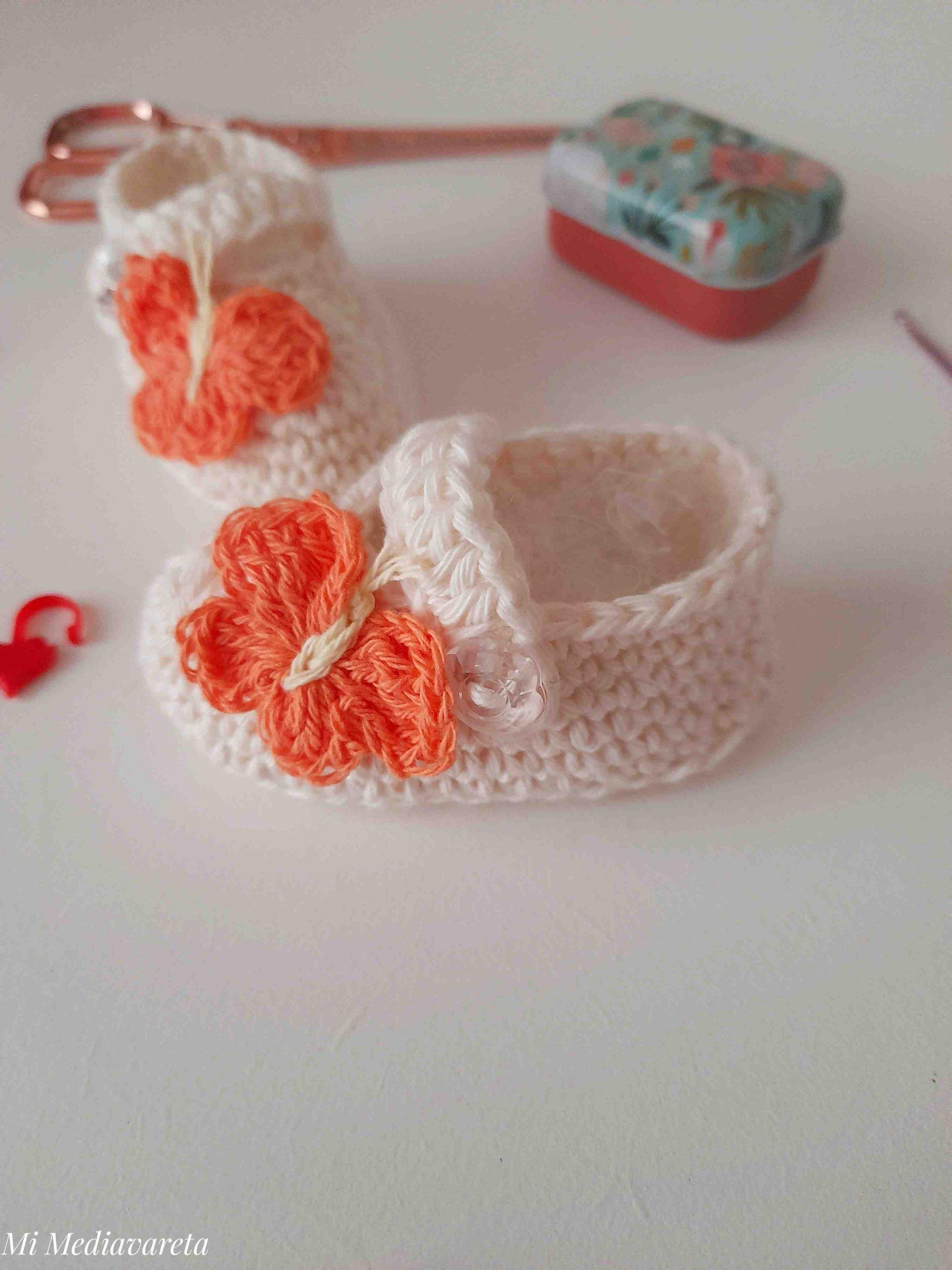 Tutorial de Zapatos para bebés de 0 a 3 meses a crochet con aplique de mariposa